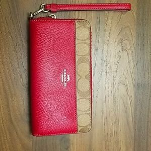 ACCORDION ZIP WALLET WITH SIGNATURE CANVAS DETAIL